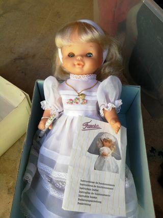 nina comunió Helen. muñeca comunion
