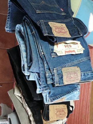 eeff034fe0 Pantalones Levis de segunda mano en Zaragoza en WALLAPOP