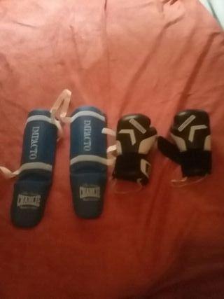 guantes de boxeo y espinineras de charlie