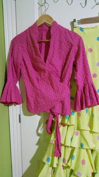 Falda y blusa rociera