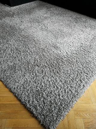 Alfombra gris de lana