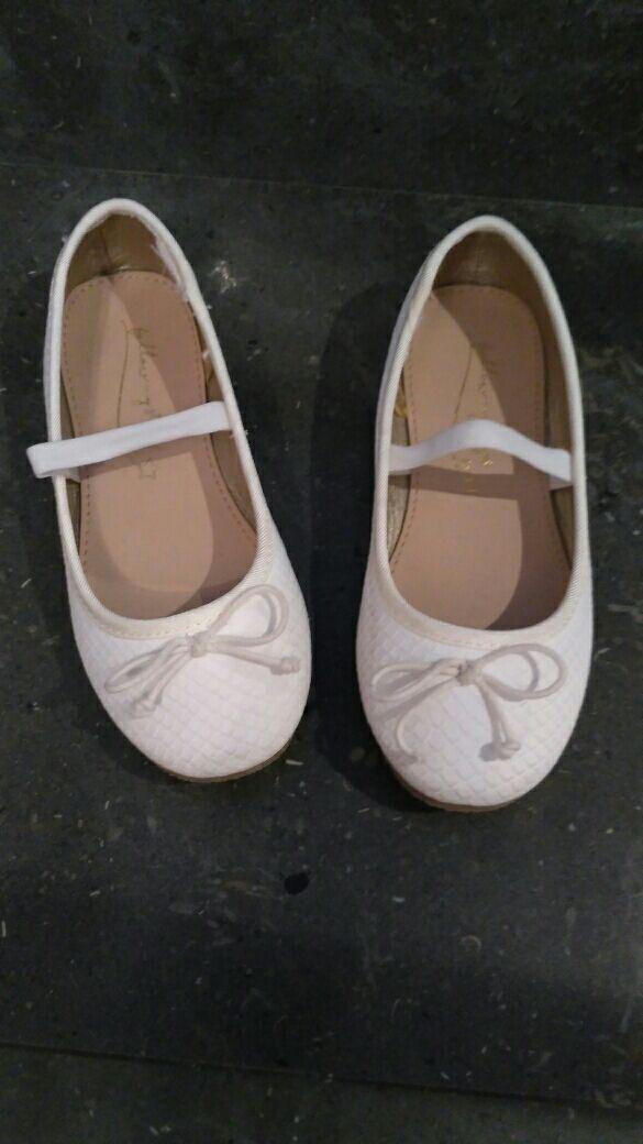 63f661a3113 Zapatos niña talla 28 de segunda mano por 5 € en Xeresa en WALLAPOP
