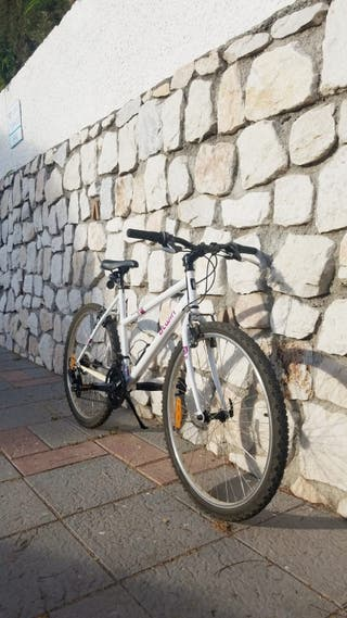 """Bicicleta B'twin Rockrider 26"""" perfecto estado."""