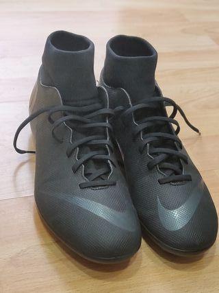 Botas de Fútbol Nike. Talla 45