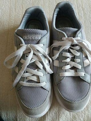 Zapatillas Adidas. 39.5