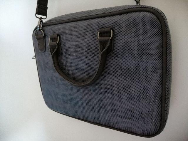 Maletin / funda MISAKO para portatil