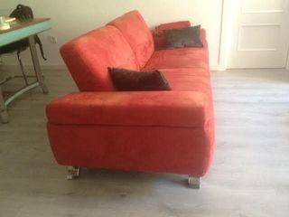 Sofá rojo de diseño