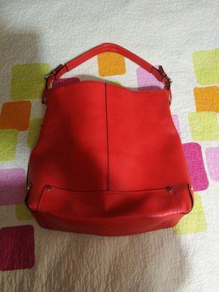 bolso de piel rojo