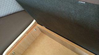 Mesa, banco y taburetes