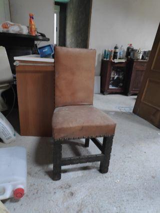 3 sillas madera y cuero
