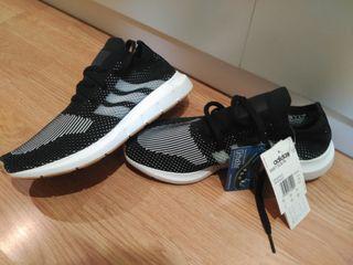 Zapatillas Adidas Swift Run Nuevas con Etiquetas.