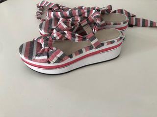 Sandalias con plataforma de Zara