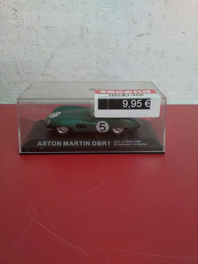 Maqueta coche Aston Martin mida 1\43