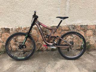 Bicicleta de descenso Norco atomik
