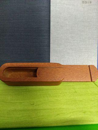 Estuche de madera vacío para dados