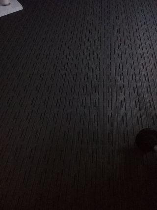 alfombra de vinilo gris nueva!! 2*2,40