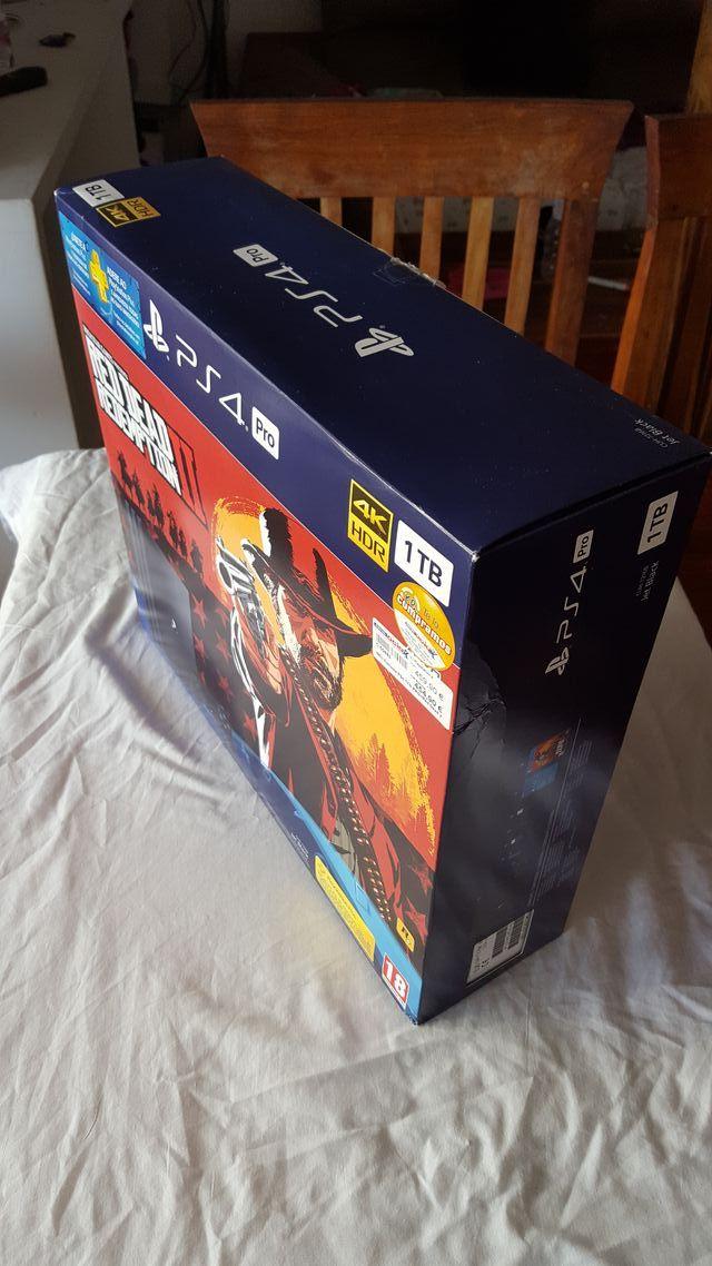 PlayStation 4 Pro - 1TB ,UN MANDO ( FUNDA Regalo )