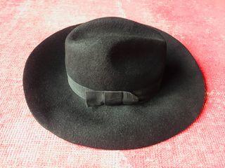Sombrero fieltro negro detalle lazo lateral