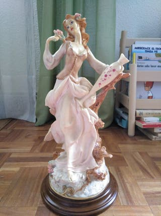 Figura antigua porcelana en perfecto estado.