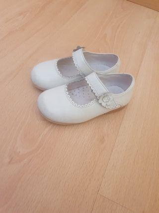 6edc4d8fd Zapatos para niños de vestir de segunda mano en Móstoles en WALLAPOP
