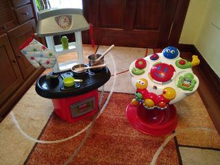 Cocinita y mesa de juegos