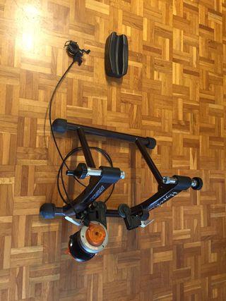 Rodillo de bicicleta para entrenar en casa.