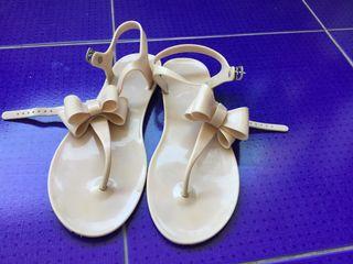 Sandalia de plástico para la playa