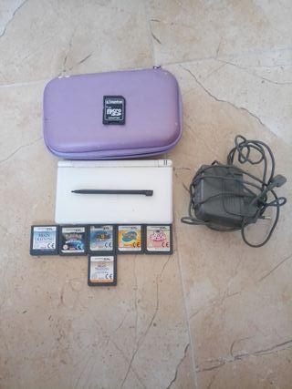 Nintendo ds con funda, cargador y 6 juegos