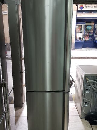 nevera marca AEG gris altura 200 ancho 60 clase A+