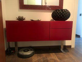Mueble de recibidor de color rojo