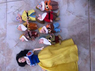 Muñeca de blanca Nieves con los siete enanitos