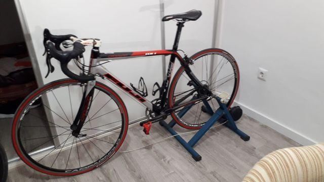 bicicleta de carretera fuji en carbón