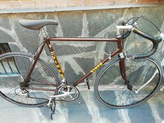 Oferta. Bicicleta vintage de carretera restaurada
