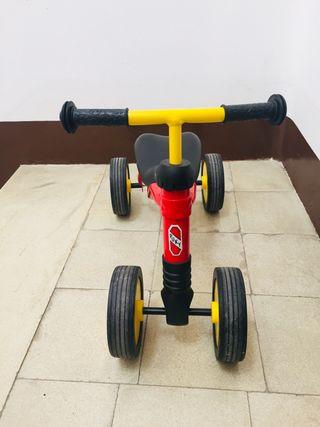 Bicicleta infantil 4 ruedas - Puky Roja