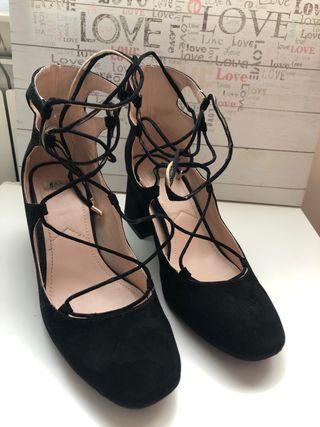 1b529dac6 Zapatos para mujer con cordones de segunda mano en la provincia de ...