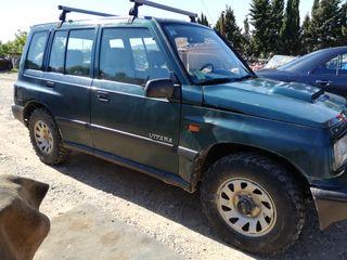 Suzuki Vitara 2000.