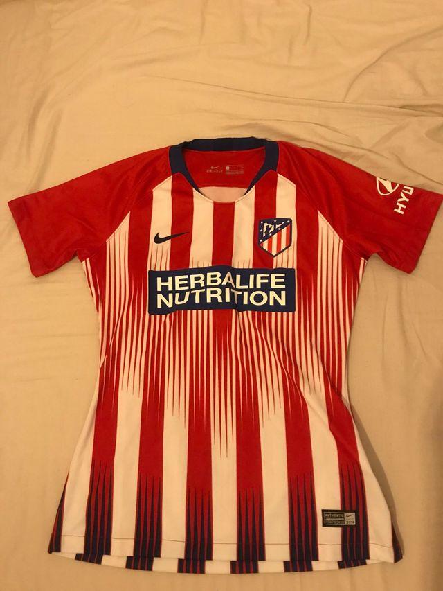 Camiseta Mujer Atletico de Madrid 18/19 de segunda mano por 50 € en Madrid en WALLAPOP