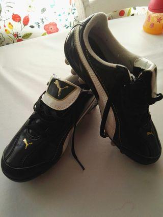 botas con tacos de futbol Puma