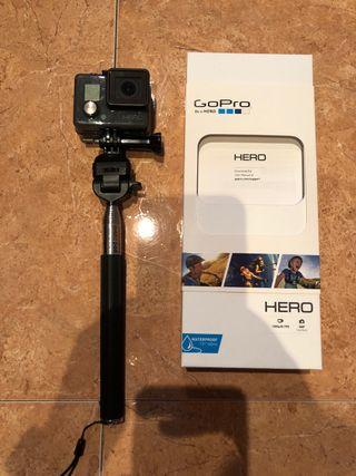 GoPro Hero con tarjeta y accesorios