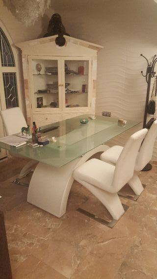 vendo despacho mesa y 3 sillones.
