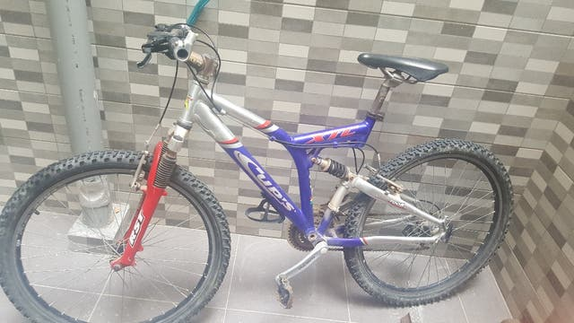 vendo bicicleta montaña con suspensión.