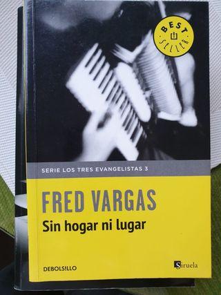 "Libro ""Sin hogar ni lugar"""