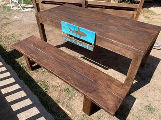 Mesas y bancos a conjunto