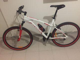 Bicicleta Rockrider 5.1 con neumáticos bwin