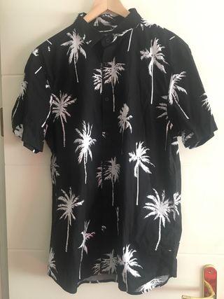 584c5c7fa Camisas Hawaianas de segunda mano en Madrid en WALLAPOP