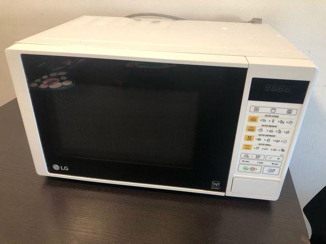 Microondas LG blanco 35x 25 cm