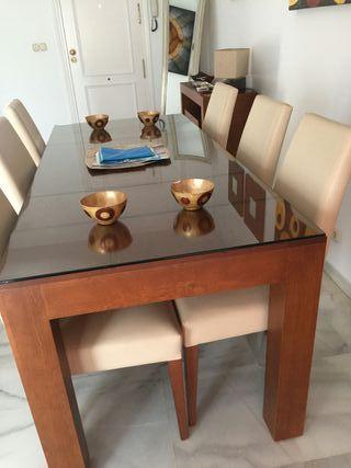 mesa y sillas de piel