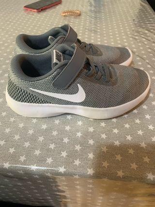 25f06173b7 Zapatillas Nike de segunda mano en Alaquas en WALLAPOP