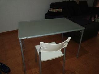 Mesa y 4 sillas urge