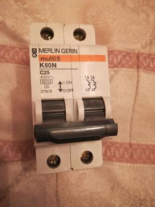 5 interruptores merlín gerin